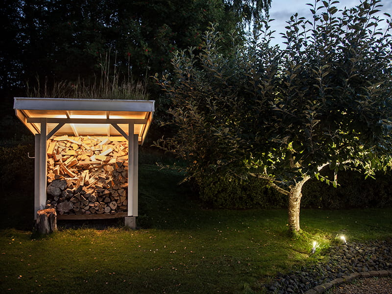 Outdoor lighting in a garden. Ledstrip och spot it from Hidealite
