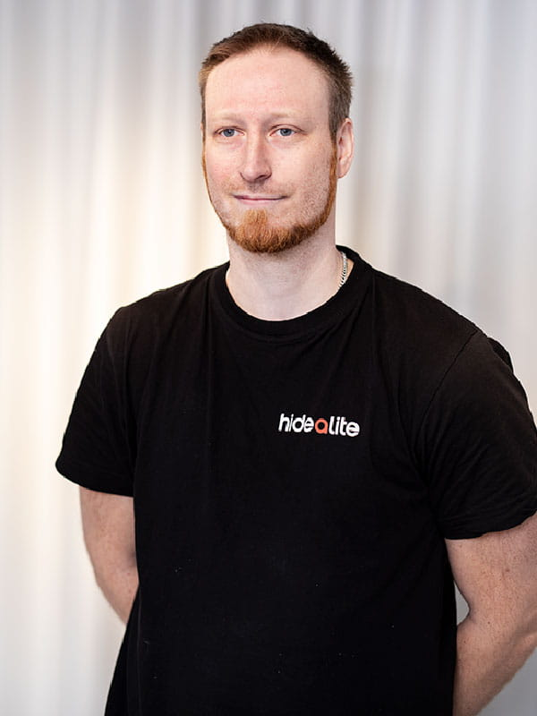 Hidealite. Tobias Carlsson. Warehouse employee.